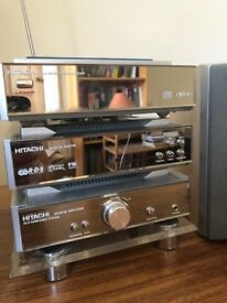 An Hitachi AX-M130 compact DAB/FM/CD unit with speakers and remote in great conditio