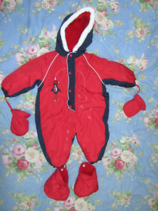 **Like New Warm Thick Ex-treme Gusti snowsuit 18-24 Months