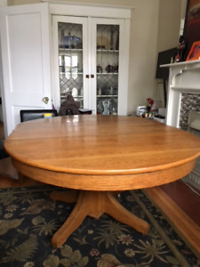 OAK TABLE ANTIQUE (NEW LOW PRICE!!!)