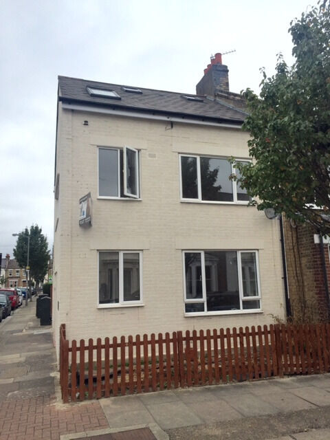 Large newly refurbed 5 bedroom house with 3 bathrooms on Smeaton Rd. 5mins walk to Southfields Tube