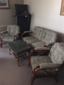 Rotin 2 place sofa and 2 chairs
