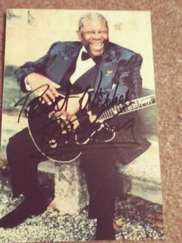 Autographed B.B.King Color photo  4x6  SIGNED  1990