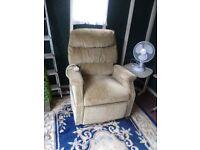 bargain riser recliner chair full working order