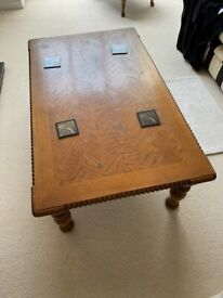 Solid wood coffee table (Teak / Indian style)
