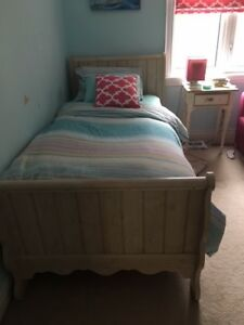 Antiqued Sleigh Bed (Twin )