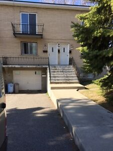 Repentigny, 4 1/2 demi sous-sol avec garage