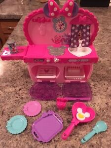 Mini Mouse Bowtastic Kitchen - Excellent Condition