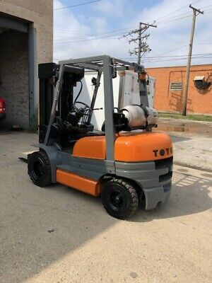 Toyota 42-6fgu25 Forklift 4 Stage Fork Lift Pneumatic Fork Lift Truck 5000lbs