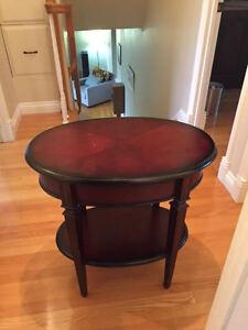 Table avec tiroir achetée chez Bombay and Company West Island Greater Montréal image 2