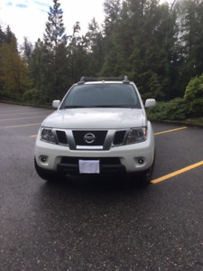 GREAT VALUE ....NISSAN Frontier PRO 4X CREW CAB -Leather