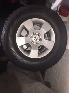 Nissan Navara D40 alloy wheels and tyres