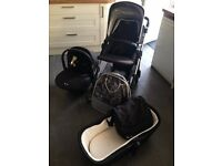 Silver Cross Wayfarer Travel System inc. Isofix base in Black