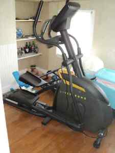 Lance Armstrong Elliptical Trainer (LIve Strong Brand)