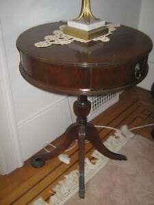 Small, vintage, Duncan Phyfe Table