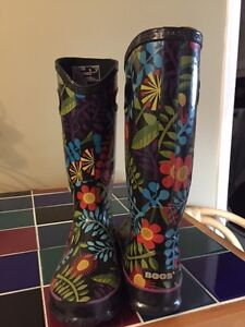 BOGS for sale (Ladies size 6, Girls size 7)