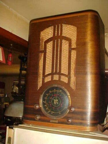ANTIQUE RADIO PARMAC LARGE TOMBSTONE 1935 FARM 6 VOLT AM-SW