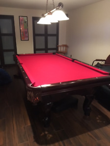 pool table - brunswick mint condition lots of accessories