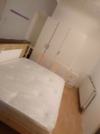 Quite double room near to station for F only