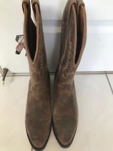 Mens Leather Cowboy Boots new with tags made in Canada size 9