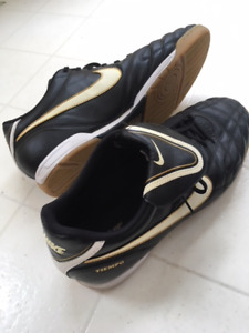 Mens Nike Indoor soccer shoes, sz 13