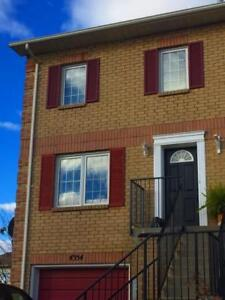 End-unit townhouse in Beamsville available October 1st