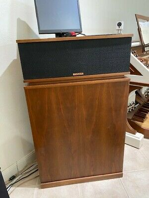 KLIPSCHORN SPEAKERS. PROFESSIONALLY REFINISHED, NEW GRILLS, PRISTINE CONDITION.