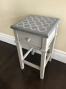 Small wooden table / plant stand
