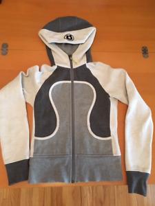 Super stylish Lululemon + Titika yoga jackets + tights