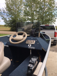 1987 Lund Fishing boat w/ 90 HP Merc