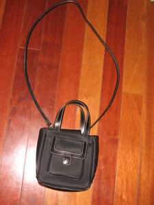 TOMMY HILFIGER PURSE BRAND NEW