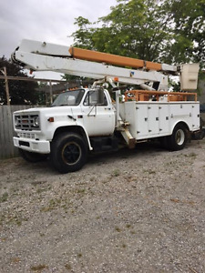 1988 GMC DIESEL 52 FT DUAL  BUCKET TRUCK