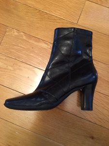 Women's Aerosole Ankle Boots - Size 5.5 - Brand new as gift, on