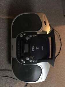 radio portable cassete / CD / DVD de marque RCA