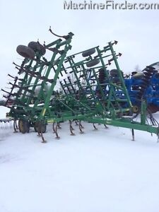 2004 John Deere 980 Cultivator Kitchener / Waterloo Kitchener Area image 1