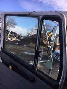 1999 FREIGHTLINER FL-112 *PARTING OUT* Peterborough Peterborough Area image 4