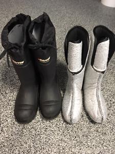 Deux paires de bottes de chasse