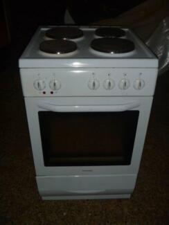 EUROMAID STOVE 4 EASY CLEAN PLATES and AN OVEN ELECTRIC