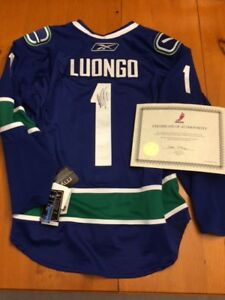 Authentic & Signed NHL Luongo Jersey (Vancouver Canucks)