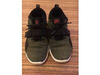 Used Mens Nike SB Shoes - Size 8 - Khaki Green