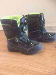 Snow Boots for boy Size 3 M Cornwall Ontario image 1