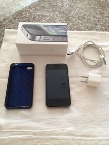 Black i phone 4S, 16gb with case (Virgin/Bell)