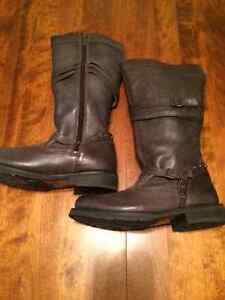 Harley Davidson tall Leather boots Charcoal in color