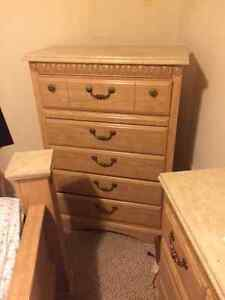Oak Finish 6 piece king bedroom set - Excellent condition!!! Kitchener / Waterloo Kitchener Area image 3