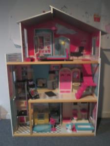 Maison en bois de poupée  Barbie Kidkraft