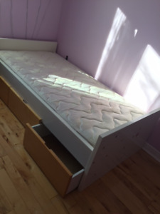 IKEA bed with 3 Drawers - kids