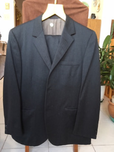 MENS NAVY WOOL SUIT 44 S, EXCELLENT CONDITION