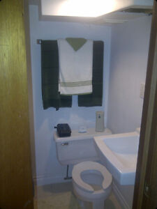 room for rent.  6 blocks from downtown at central and adelaide London Ontario image 4