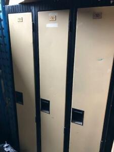 Set of 3 Metal lockers for (Pick up only)