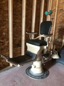 Antique functioning hydrolic dentist /Tattoo chair w headrest