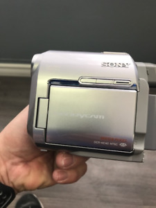 Sony Digital Video Camera Recorder Handycam DCR-HC40